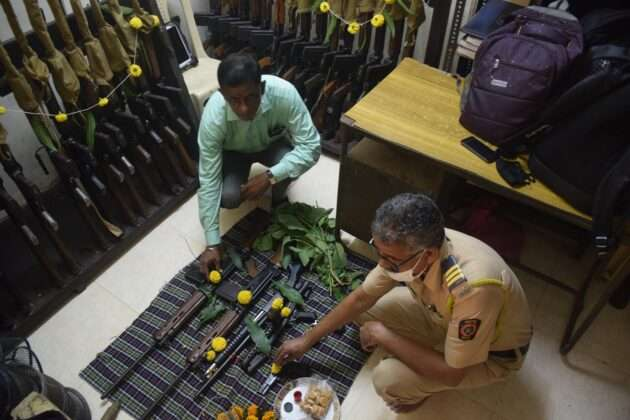 POLICE DOING WEAPONS POOJA ON DUSSEHRA FESTIVAL (2)