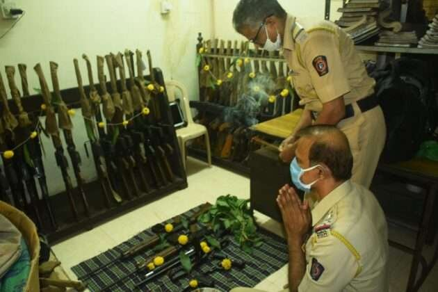 POLICE DOING WEAPONS POOJA ON DUSSEHRA FESTIVAL