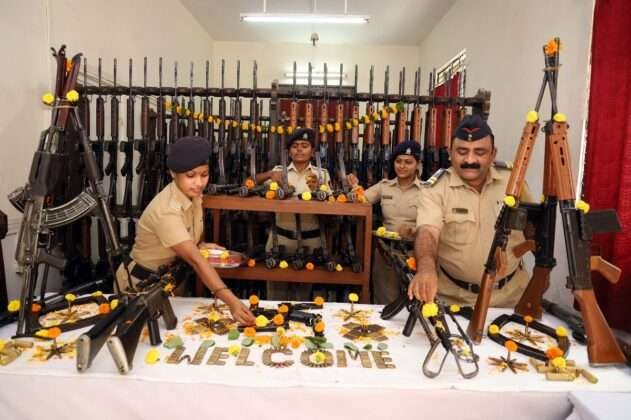 Thane POLICE DOING WEAPONS POOJA ON DUSSEHRA FESTIVAL 1