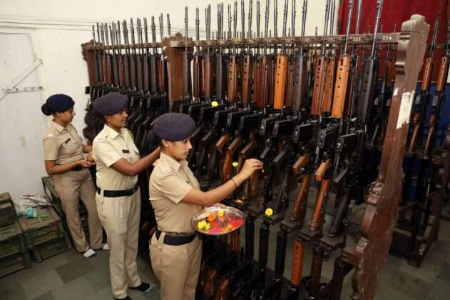 Thane POLICE DOING WEAPONS POOJA ON DUSSEHRA FESTIVAL 5
