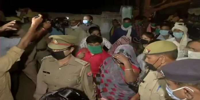 family members of hathras gangarape victim leave for lucknow to appear before hc bench