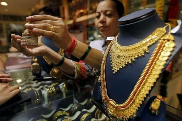 Today Gold Rate gold price fall in 1800 rupees in march