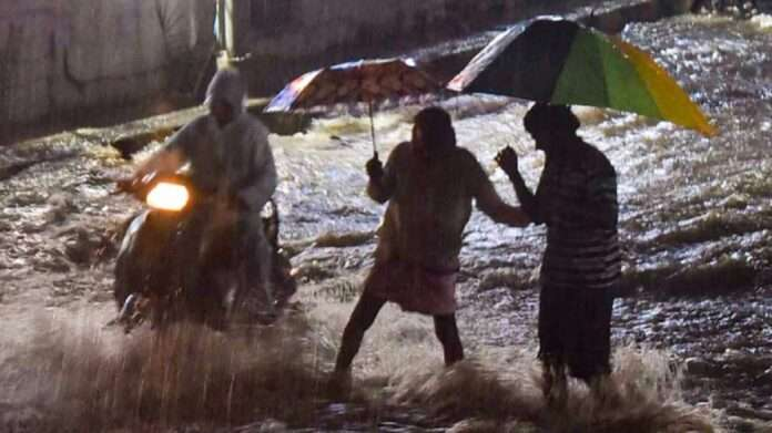 11 death for heavy rainfall in Hyderabad at Telangana