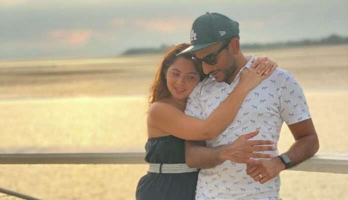 Enjoy Sonalee kulkarni with her husband at the beach