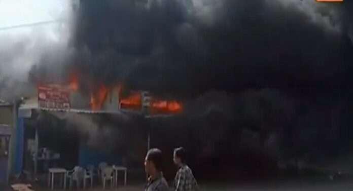 Fire shops in Aurangabad 2 fire trucks arrive at the spot