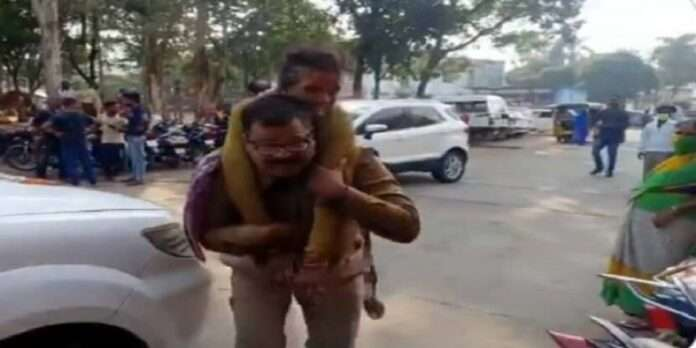 admirable 57 year old police rushed injured woman to hospital video goes viral