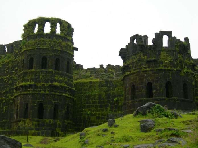 tourist dies of heart attack at raigad fort