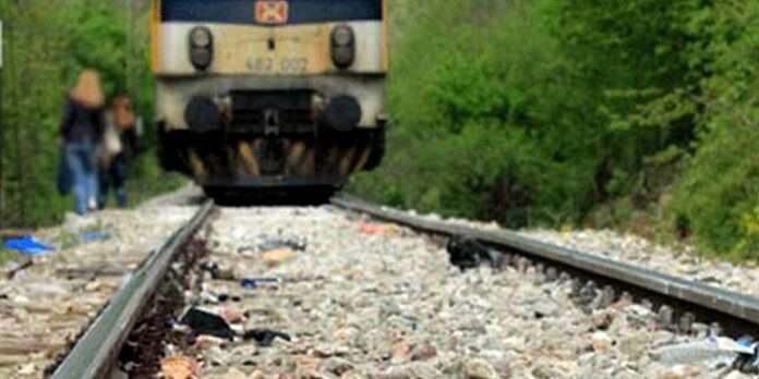 Sari stuck in the rail line while crossing the railway track