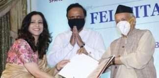 marathi actress madhura welankar satam honored by the governor as covid warrior
