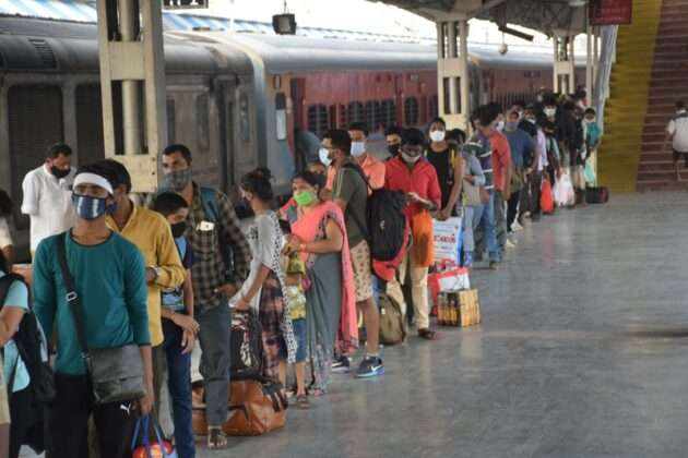 entry to outside passengers only after screening railway stations in mumbai