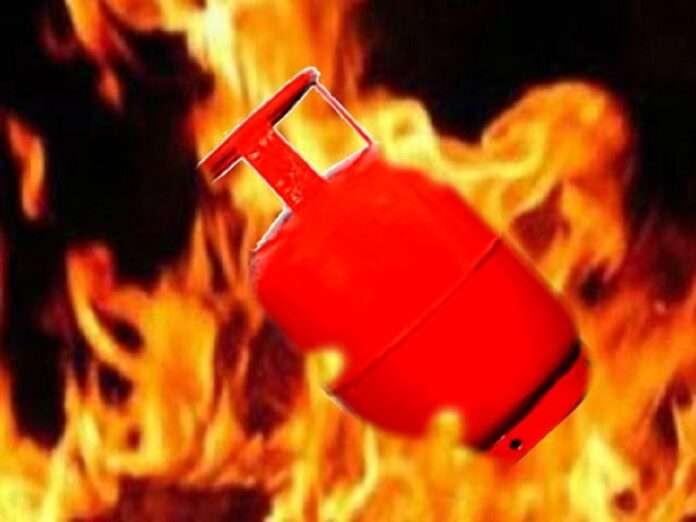 14 year old girl dead in Sakinaka gas cylinder blast