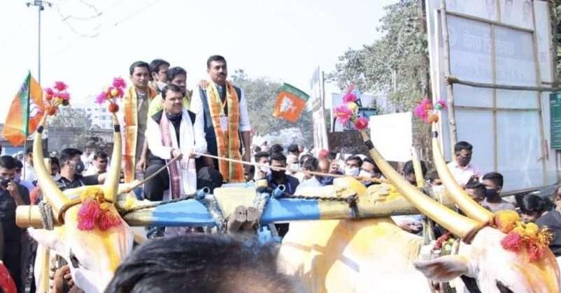 bjp leader devendra fadnavis targets cm uddhav thackeray over farmers issue