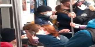 russians kissed in metro to protest against corona guidelines and supports music industry through their action