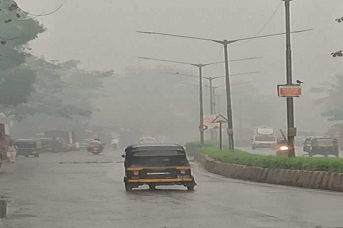 drizzles mumbai netizens surprised un seasonal rain