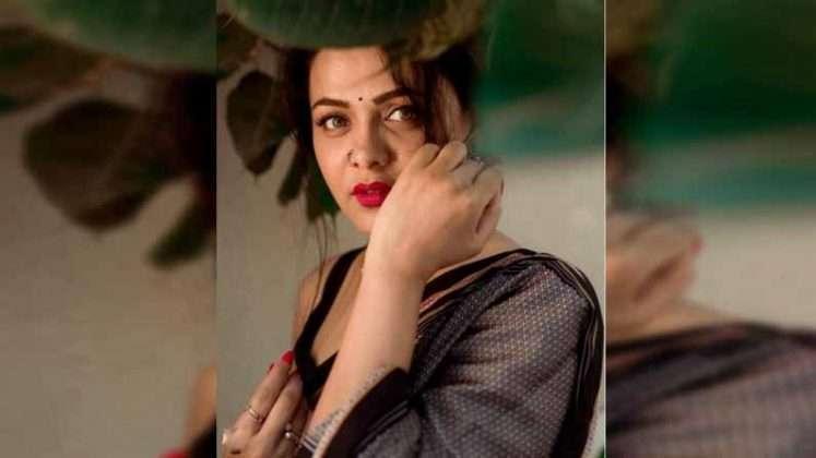 marathi actress prarthana behere makar sankranti special saree look