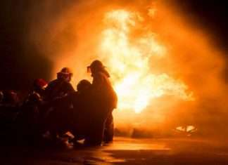 Gas cylinder blast while controlling fire in thane, two firefighters injuring