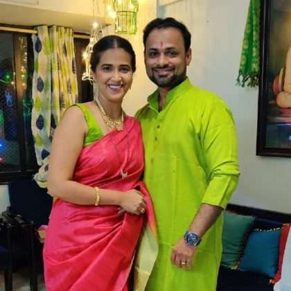 Big boss marathi Fem Marathi actress sharmishtha raut celebrate first makar sankranti festival with husbnad