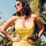 bollywood hot actress sunny leone bold bikini photoshoot viral on social media