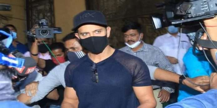 Hrithik Roshan arrives at Mumbai Crime Branch office to record statement in case against Kangana Ranaut