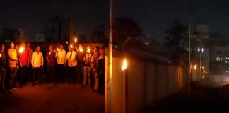 Banerkar started torch agitation by lighting torches on electricity poles in pune baner