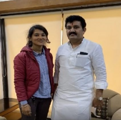 sanjay rathod and pooja chavan new photo viral in social media