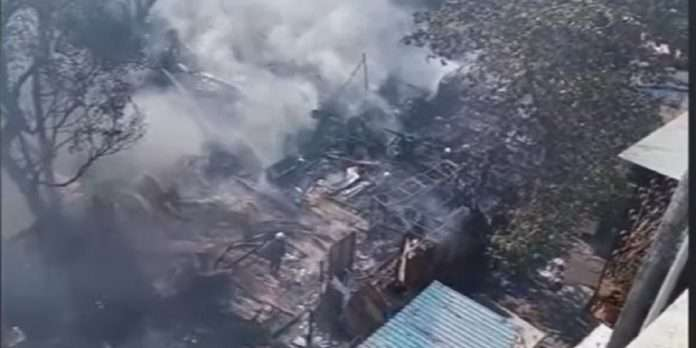 fire break out at 7 cloth shops in goregaon west ganesh timbar