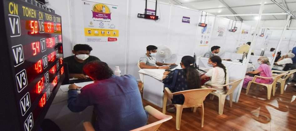 The second phase of corona vaccination in the country,kishori pednekar takes corona dose
