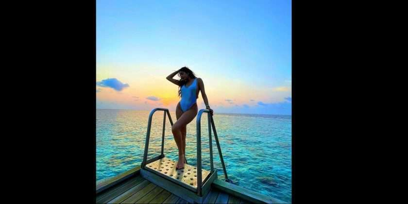 bollywood actress janvhi kapoor vaccation enjoy in maldives, latest photos viral
