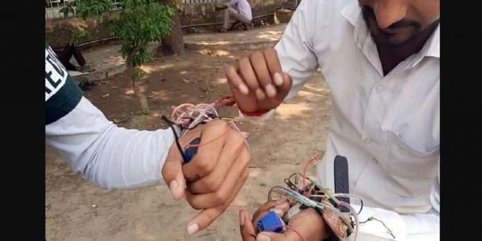 bracelet will alert follow social distancing rules