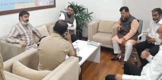 Mumbai police detained director of Bruck Pharma owner Opposition Leader Fadnavis, Darekar reached in DCP office