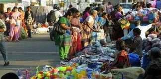 Ignoring Additional Commissioner Sunil Pawar's order to evacuate sidewalks