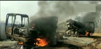 Chhattisgar Naxals set fire to five vehicles engaged in the construction of a water filter plant