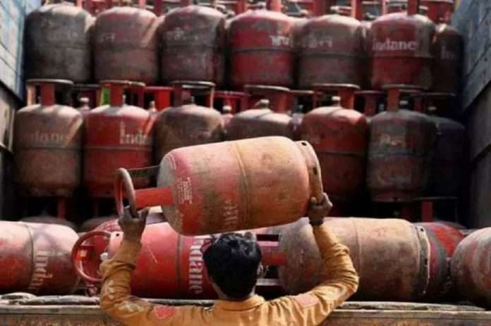 LPG price to drop Rs 10 per cylinder from April 1