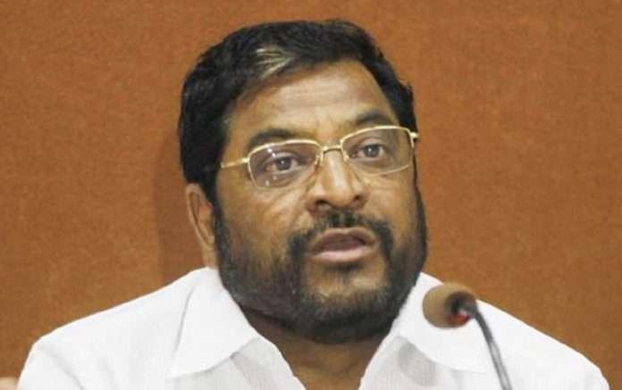 raju shetti support mahadevrao mahadik panel in gokul sangh Hit the government