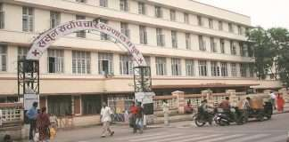 three corona patients are being treated in one bed in sassoon hospital