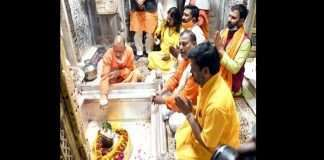 Yogi Adityanath visited Gorakhpur, performed Rudrabhishek in Gorakhpur temple to destroy Corona