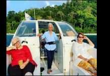 Asha Parekh, Waheeda Rehman, Helen are enjoying vacation recreating 'Dil Chahta Hai' scene!