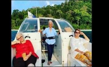 Asha Parekh, Waheeda Rehman, Helen are enjoying vacation recreating 'Dil Chahta Hai' scene!