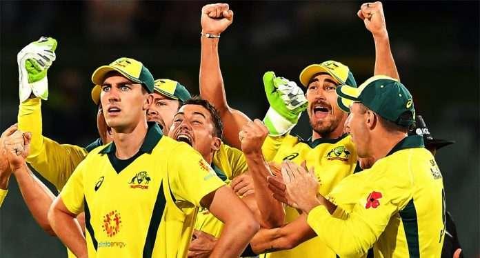pat cummins with australian team