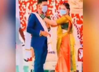 in wedding bride and groom wear masks instead of garlands people said new style of indian weddings watch viral video