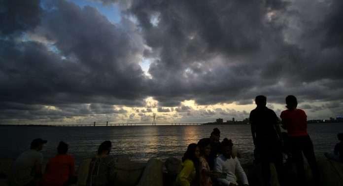 mumbaikars enjoy cloudy weather and rain