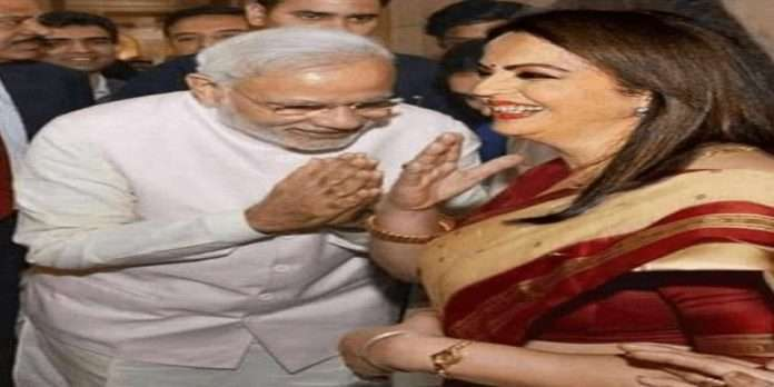 Fact Check: Prime Minister Narendra modi bowed to Nita Ambani,photo viral on social media