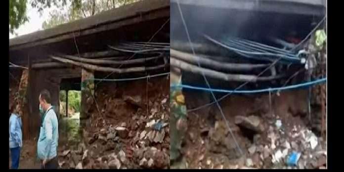 between Marol and Chandivali Marwa Road bridge collapsed in mumbai