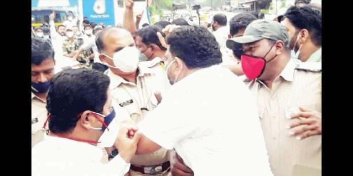 police complaint filed agaisnt mla vaibhav naik and sena bjp Activists after clashes in sindhudurg kudal petrol pump