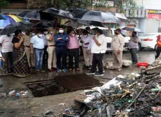 Municipal Commissioner inspects non-cleaning work even in heavy rains