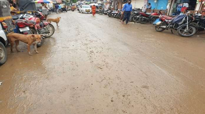 Mud on theroads in Thane during the first rains
