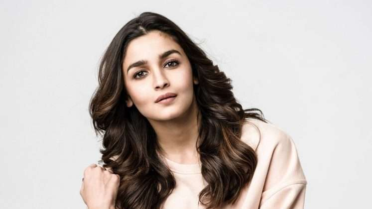 After a grand succsess in bollywood alia bhatt now entering in hollywood