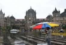 Photo: Rains begin in Mumbai, climate change soothes Mumbaikars