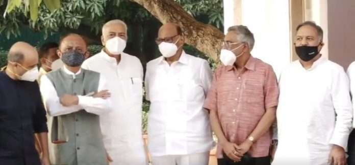 Rashtramanch meeting in the presence of Sharad Pawar was not for the Third Front, discussing political issues