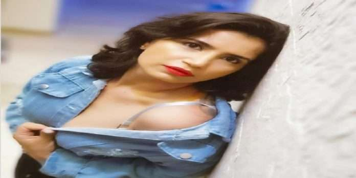 Actress Priya Ahuja troll due to bra strap